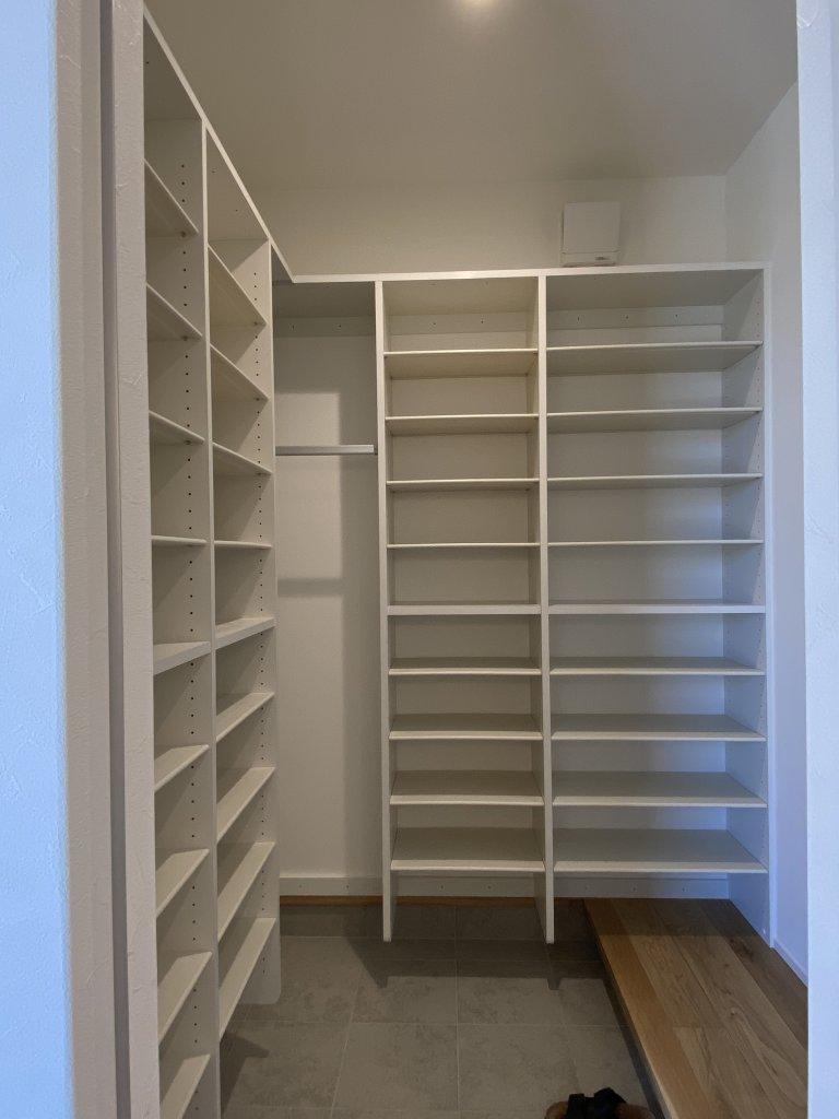 客間となる和室は、内障子を入れて床の間を設けた本格的なしつらえ。