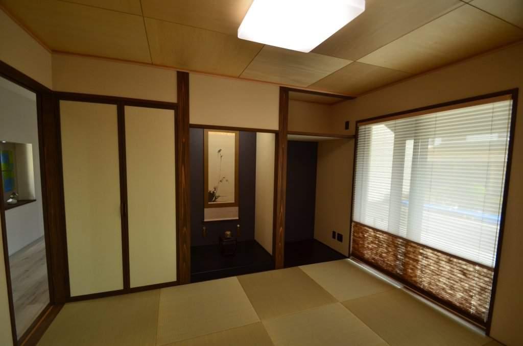 親世帯続き間の和室。モダンで落ち着いた雰囲気の現代和室。客間としてはもちろん、普段使いもしやすい間取りです。