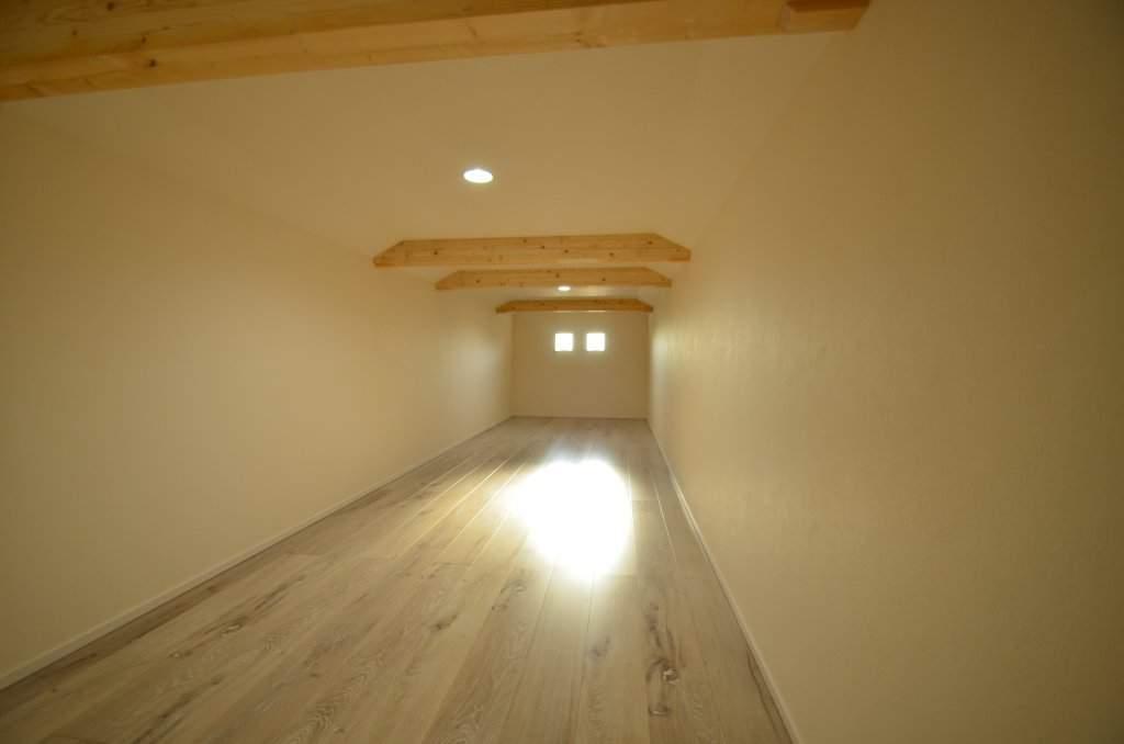 +αの収納として考えたい小屋裏収納は、1階の下屋部分を利用すると階段が必要ないので便利♪