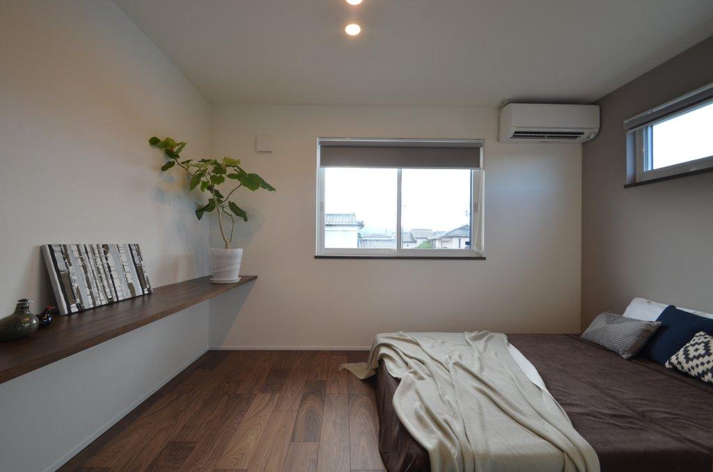 2階ホールは物干しスペース。3世代同居でも使いやすいよう、2階にも洗面化粧台を設置しました。