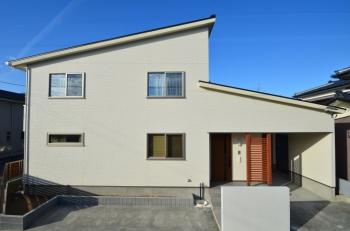 暮らしやすさとデザインの融合。美しいシンプルハウス。