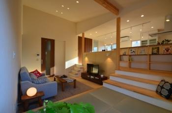 自由設計の魅力がたっぷり、スキップフロアの立体的な家