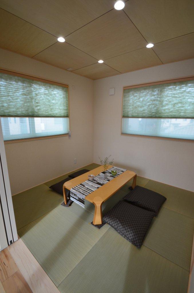 リビングと一体で使える和室は、来客の宿泊スペースにも。