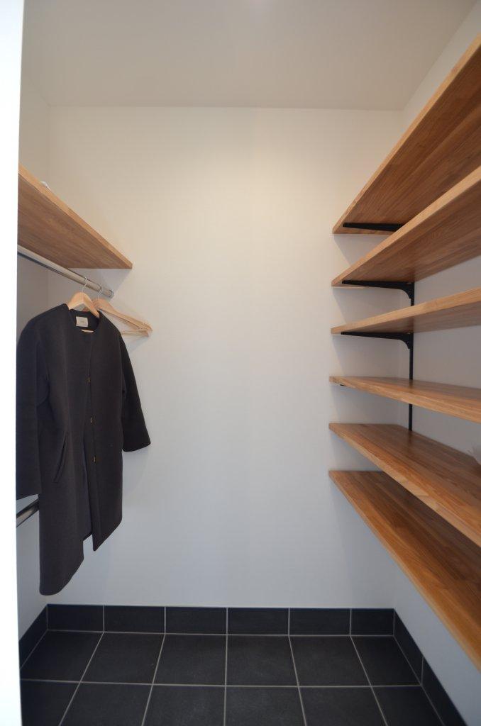 玄関スペースをスッキリと保つ玄関収納