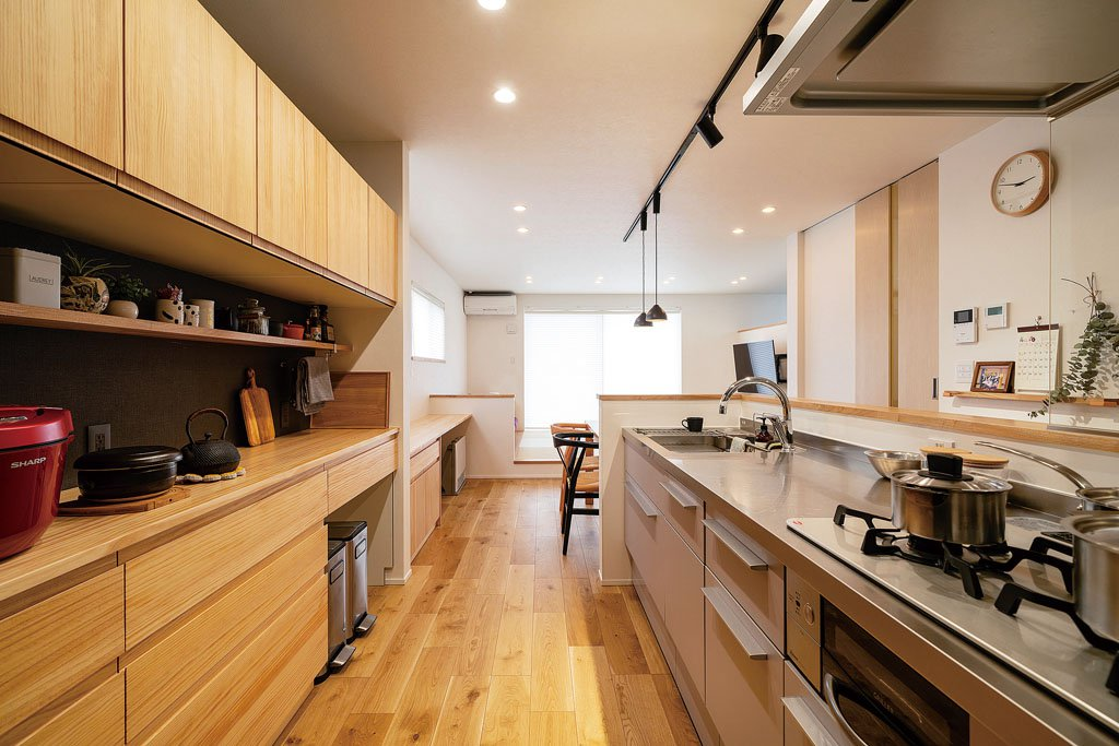 スペースにゆとりを持たせたキッチン。料理をするご主人の意向で、ガスコンロを選択。